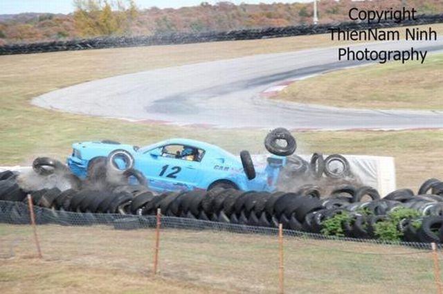Crashed Mustang :( (11 pics)