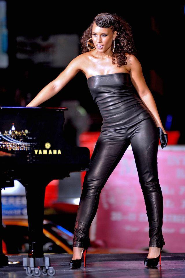 Beautiful Alicia Keys (6 pics)