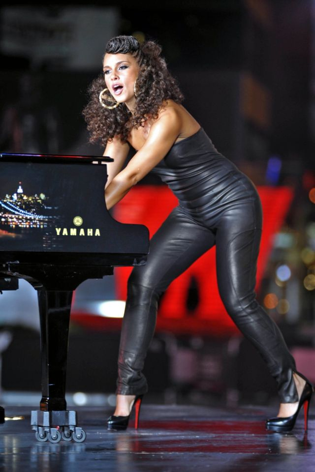 Beautiful Alicia Keys (6 pics)