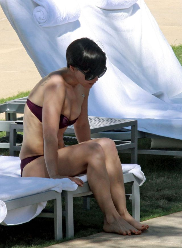 Christina Ricci in bikini (10 pics)