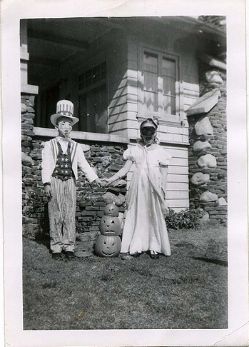 Scary Vintage Halloween Costumes (14 pics)