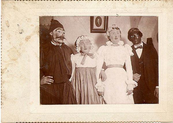 Scary Vintage Halloween Costumes (14 pics)