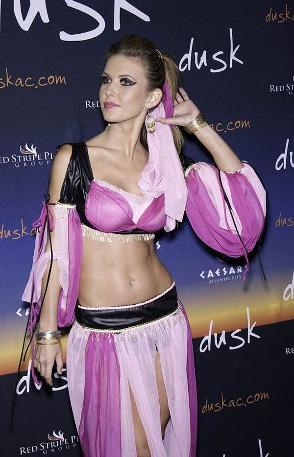 Female Celebrities in Halloween Costumes – ed. 2009 (50 pics)