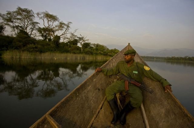 Life, death and money of mafia in the Congo (58 pics)