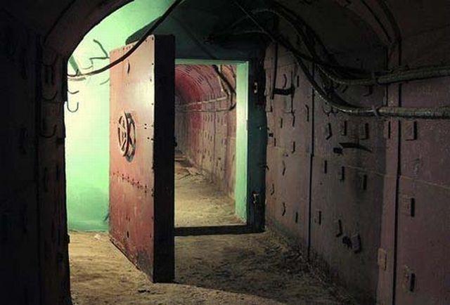 VIP Bunker (12 pics)