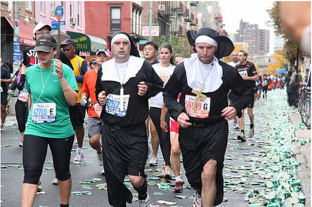 The Coolest Costumes of 2009 NYC Marathon (25 pics)