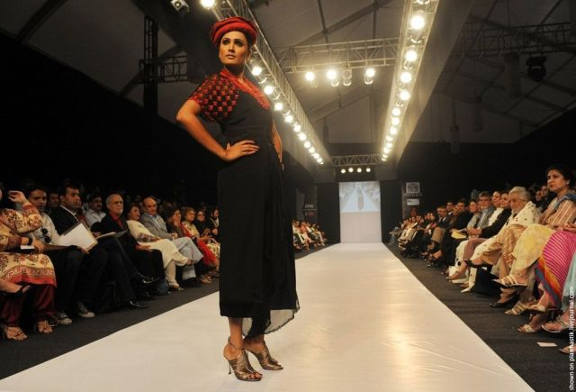 Pakistan Fashion Week (25 pics)