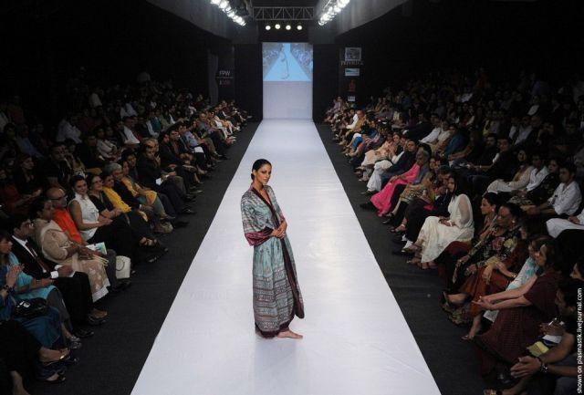 Pakistan Fashion Week (25 pics)