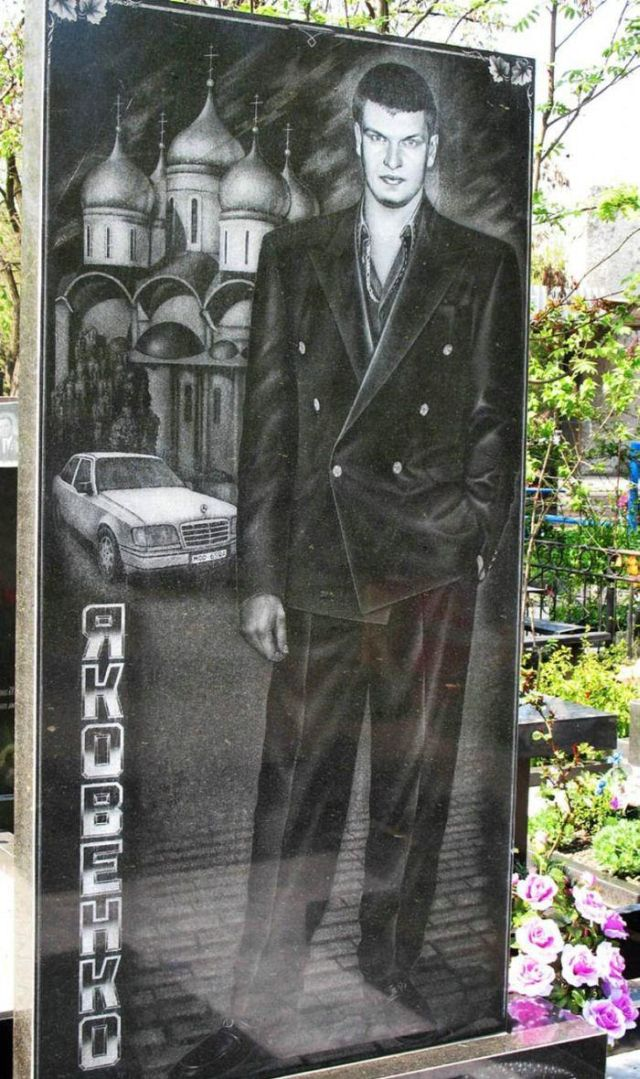 Graves of Mobsters in Ukraine (9 pics)