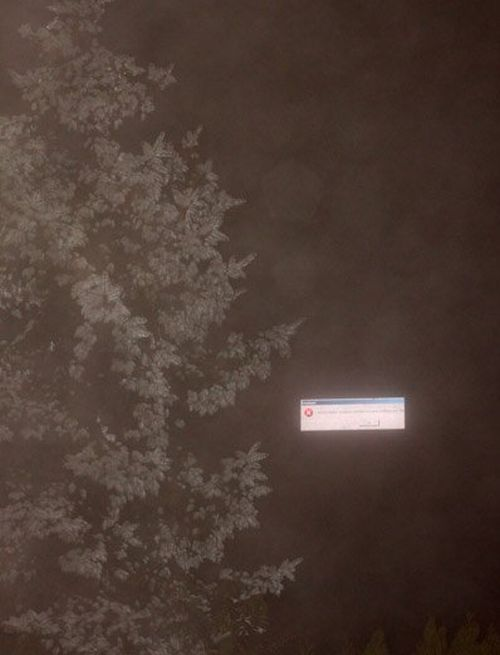 Windows Error Box Floating in the Air (5 pics)