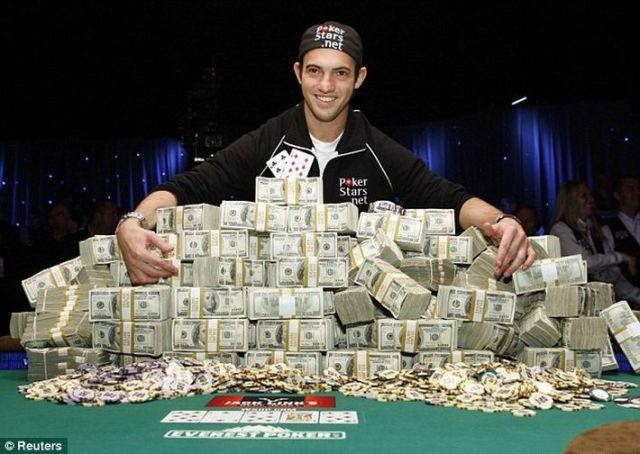 21-Year-Old Becomes the Champion of the 2009 World Series of Poker (10 pics)