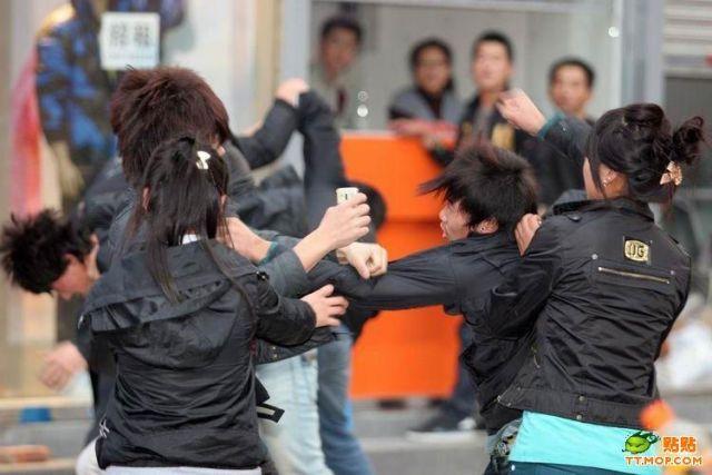 Street Fight (6 pics)