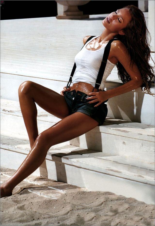 Smoking Hot Jessica Alba (8 pics)