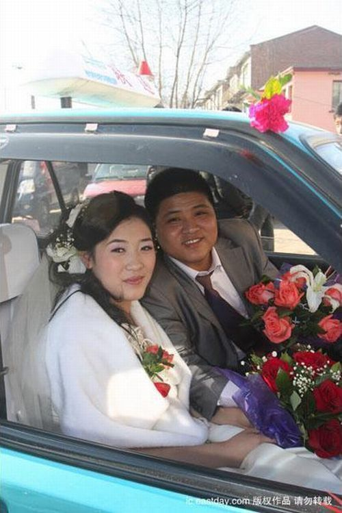 Wedding Procession Able to Surprise Many People (8 pics)