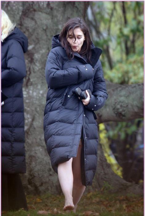 Katie Holmes on the Movie Set (5 pics)
