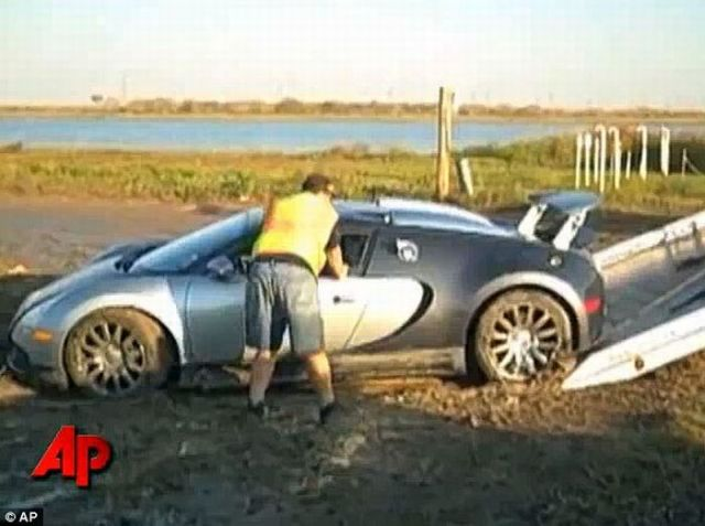 Rare $1 Million Bugatti Veyron Crashes into the Water (video + 8 pics)