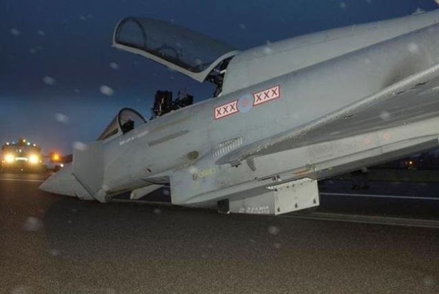 Emergency Landing (18 pics)