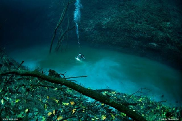 "Unbelievable. The ""Underwater"" River... (4 pics + 1 video)"