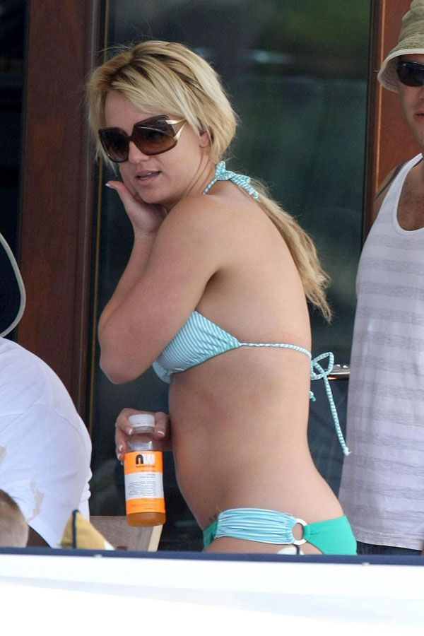 Britney Spears Bikiny Pictures (13 pics)