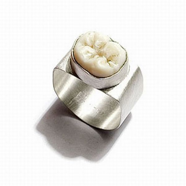 Jewelry with Teeth (10 pics)