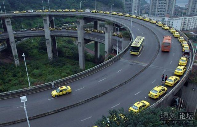 Burdensome and Difficult Life of Chinese Cabs Drivers (4 pics)