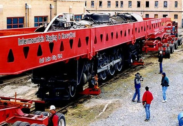 Transporting a New Locomotive to Its Final Destination! (5 pics)