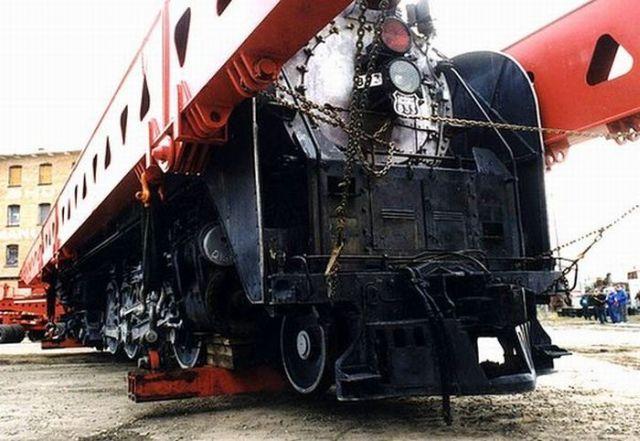 Transporting a New Locomotive to Its Final Destination! (5 pics)