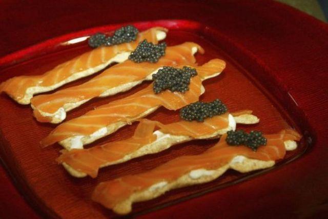 How They Make Black Caviar (24 pics)