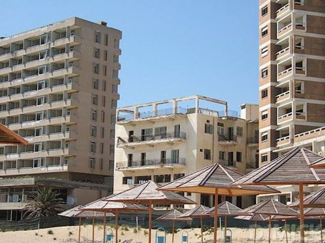The Abandoned Beach Resort of Varosha in Cyprus (52 pics)