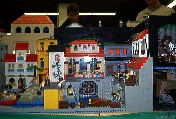 Lego Disneyland (16 pics)