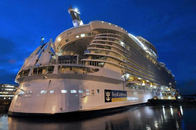 World's Biggest Cruise Ship Ever (33 pics)