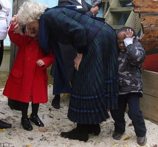 Camilla Accidentally Bumps into a Little Boy (3 pics)