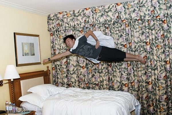What People are Doing in Hotel Rooms (52 pics)