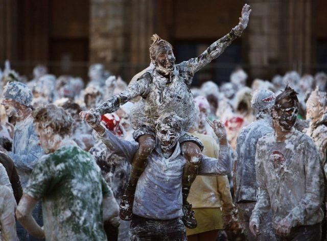 Unusual Tradition of St Andrews University (21 pics)