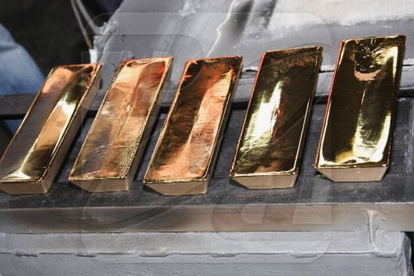 How gold bars are made (12 pics)