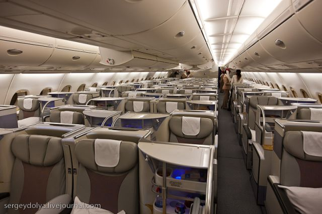 Inside a luxurious airbus a380 of the emirates airline 47 for Airbus a380 emirates interior