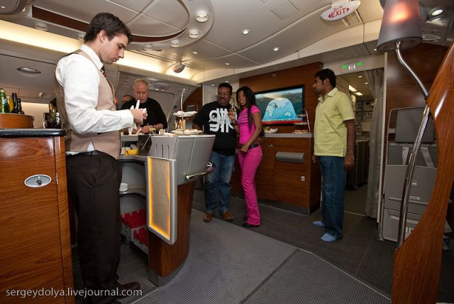 Inside a Luxurious Airbus A380 of the Emirates Airline (47 pics)