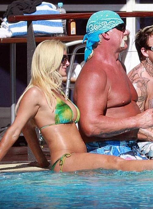 Hulk Hogan and his daughter in the pool (9 pics)