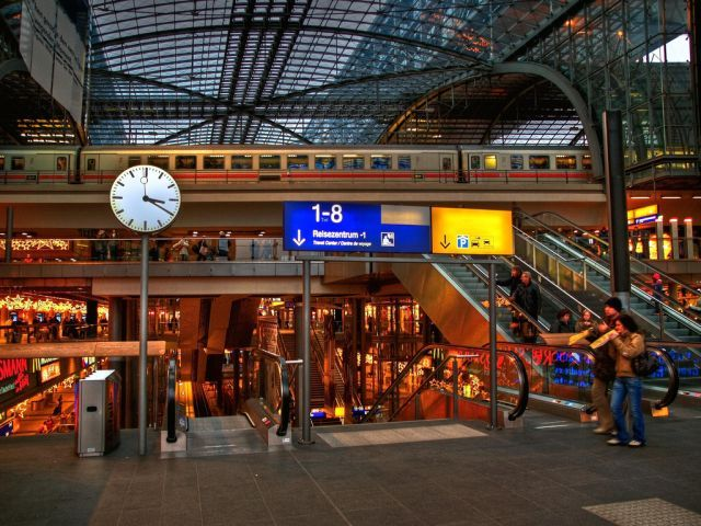 Two-Level Berlin Central Station (29 pics)