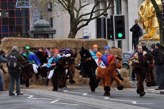 Fake Horse Race (12 pics)