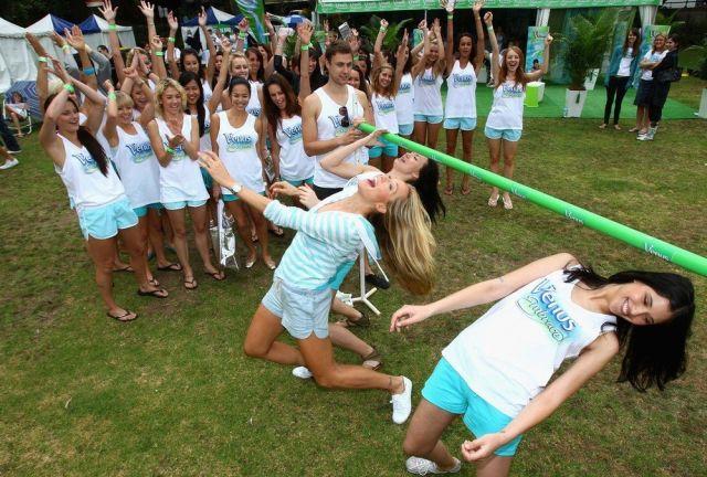 Australian Limbo Dancing (6 pics)