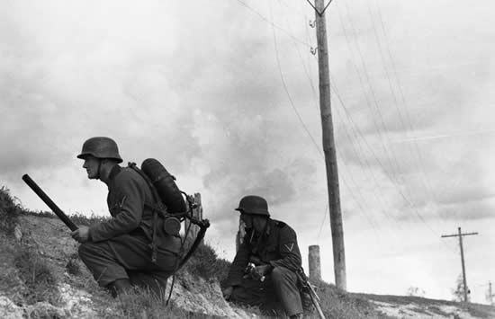 Flamethrowers in the WWII (18 pics)