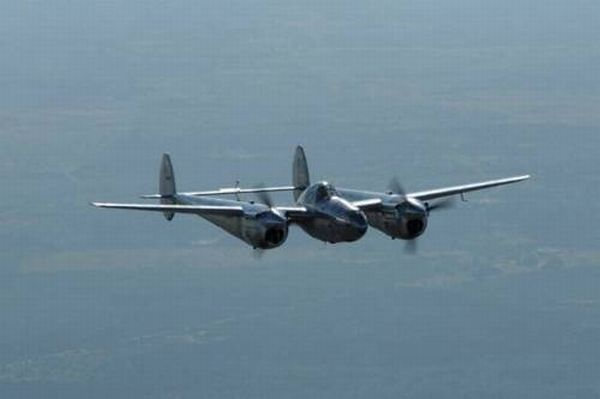 81 Year Old Made a P-38 Fighter Replica and Took a Flight in It (6 pics)