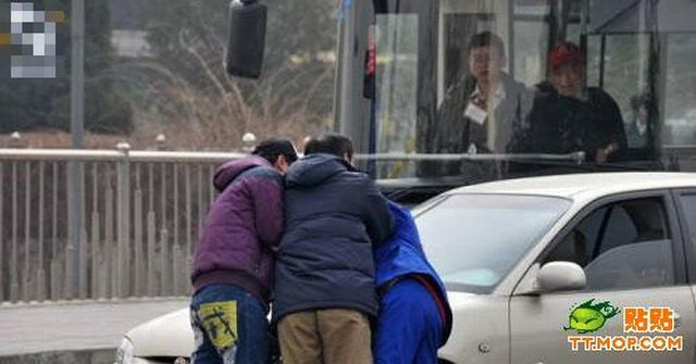 Fight with Bus Driver (10 pics)