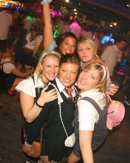 Sexy Girls from School Disco (100 pics)