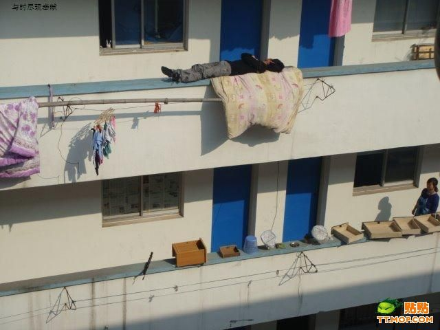 Sleeping On the Edge (3 pics)
