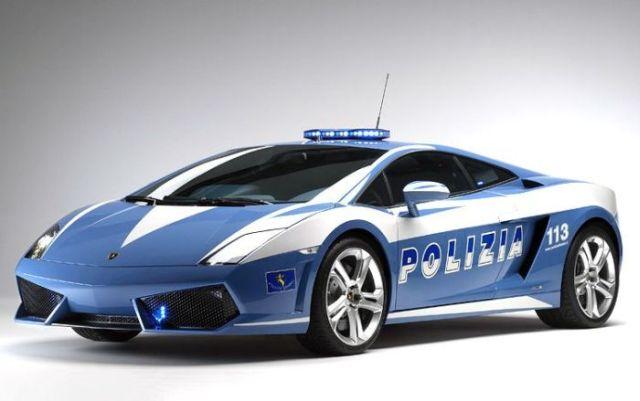 Italian Police Wrecked a £150,000 Lamborghini Patrol Car (13 pics)