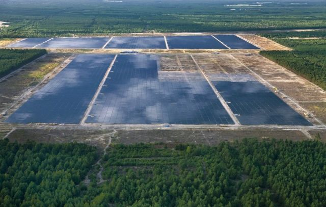 Solarpark Lieberose, a Solar Power Plant in Germany (9 pics)