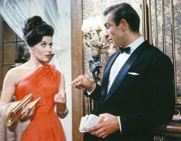 Girls That James Bond Had Sex With (25 pics)