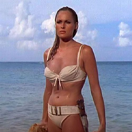 Girls That James Bond Had Sex With (25 pics)